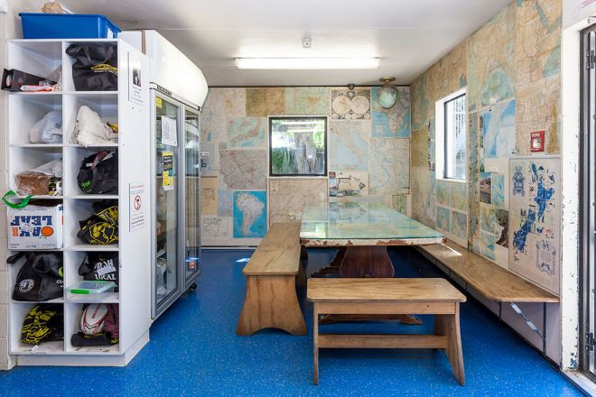 Around-The-World-Backpackers-Christchurch-Hostel-Kitchen-&-Dining-2