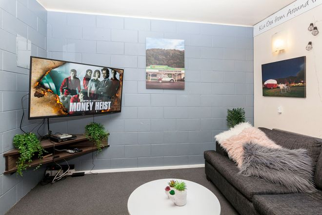 Around-The-World-Backpackers-Christchurch-Hostel-TV-Room-2